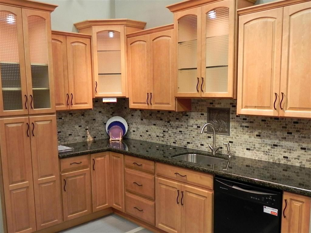 maple kitchen cabinet backsplash tile patterns | maple ... on What Color Granite Goes With Honey Maple Cabinets  id=48565
