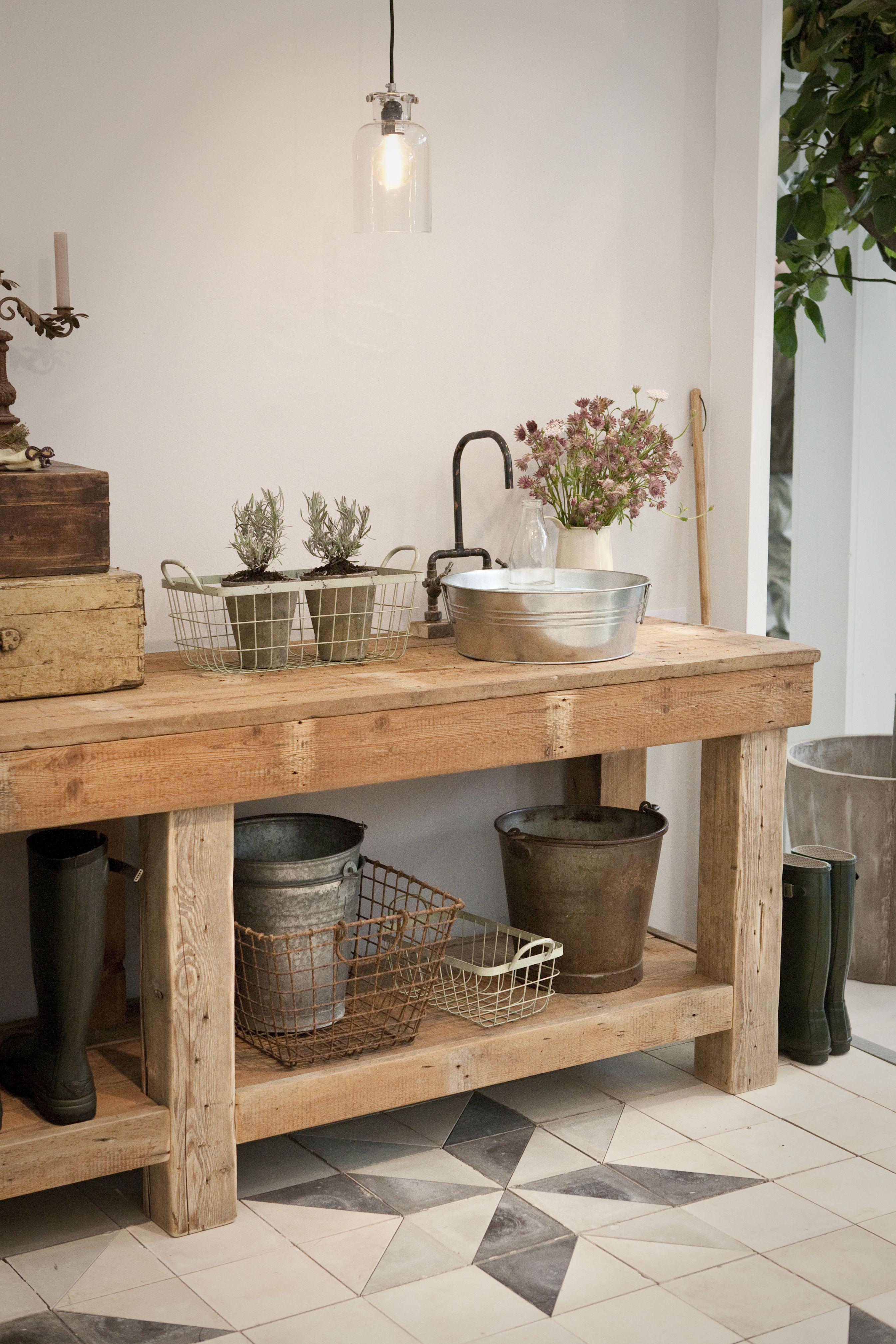 Interieur inspiratie een oude werkbank in het interieur stijlvol styling woonblog - Beeld van eigentijdse keuken ...