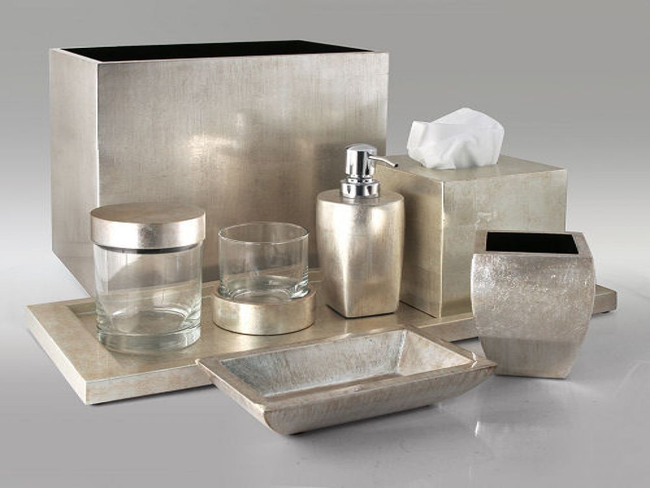 sliver leaf lacquer bathroom accessories set | lacquer and mother
