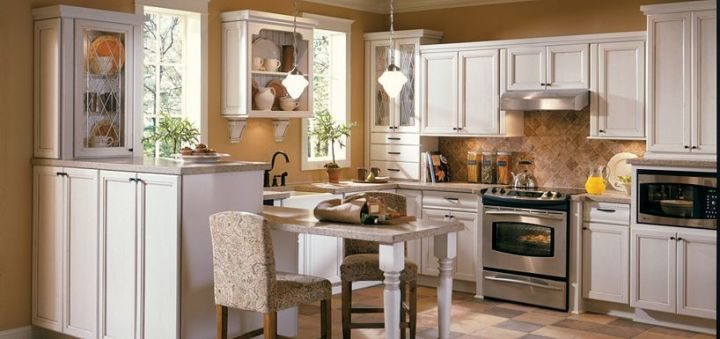 Raleigh Maple Amaretto Crème Glaze By Thomasville Cabinetry Wood Bases Uppers
