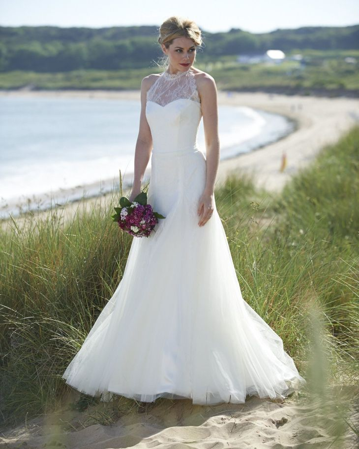 STYLE AND INSPIRATION An elegant high neck delicate lace wedding