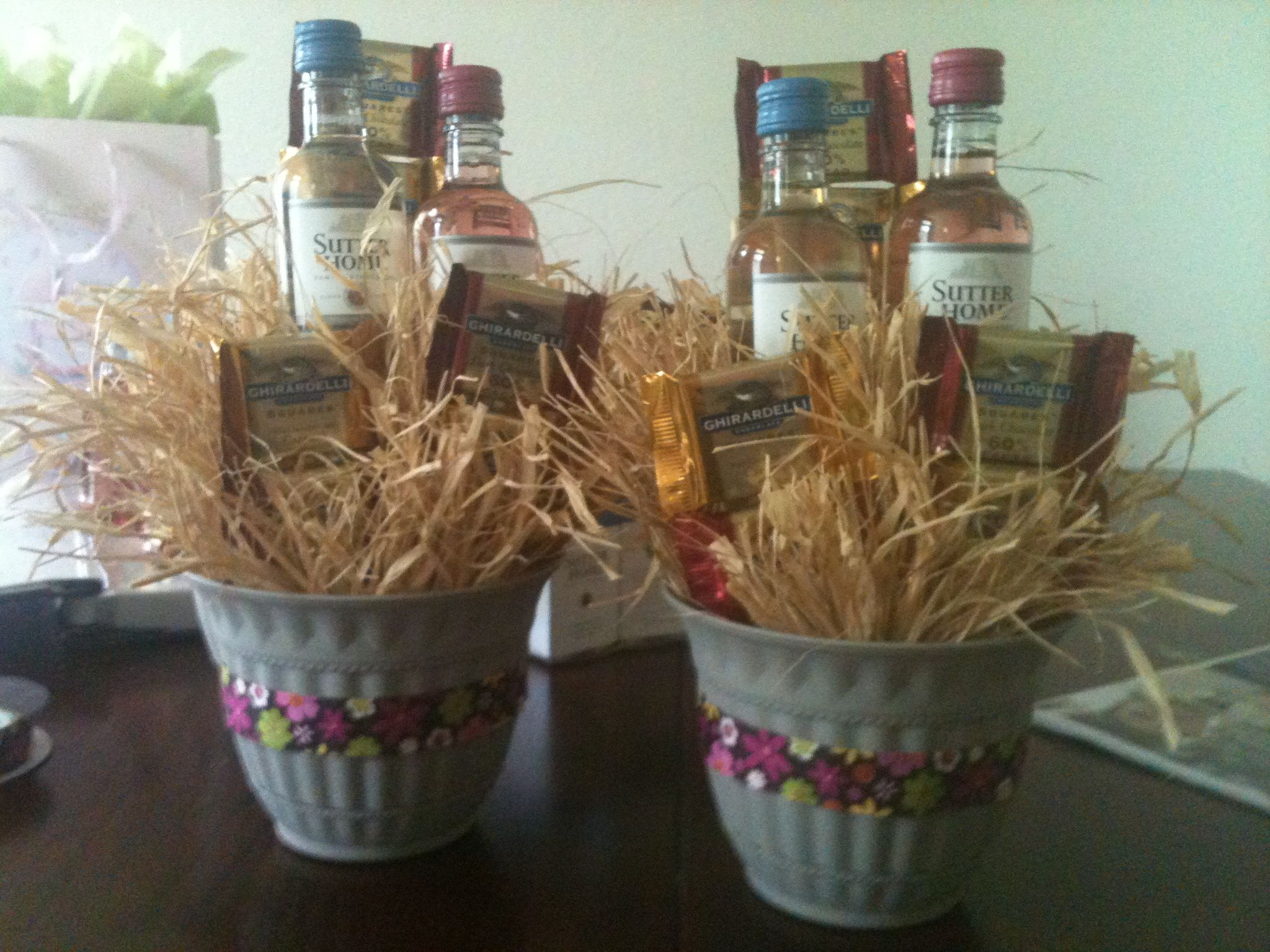 Create Small Gift Baskets With Wine & Chocolate For Your