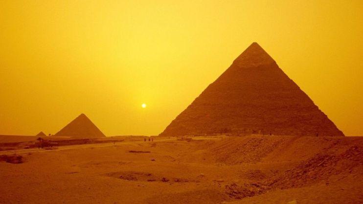 Resultado de imagen de Alienígena hibernando descubierto en el interior de una cámara secreta en la Gran Pirámide de Giza