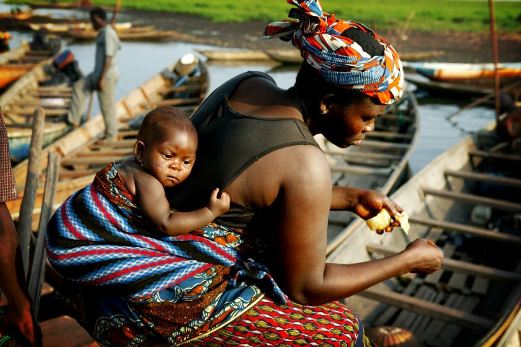African mother and child on the back