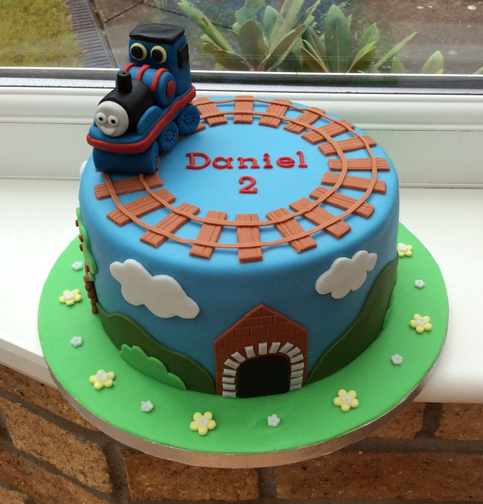 Best 25 Thomas The Tank Cake Ideas