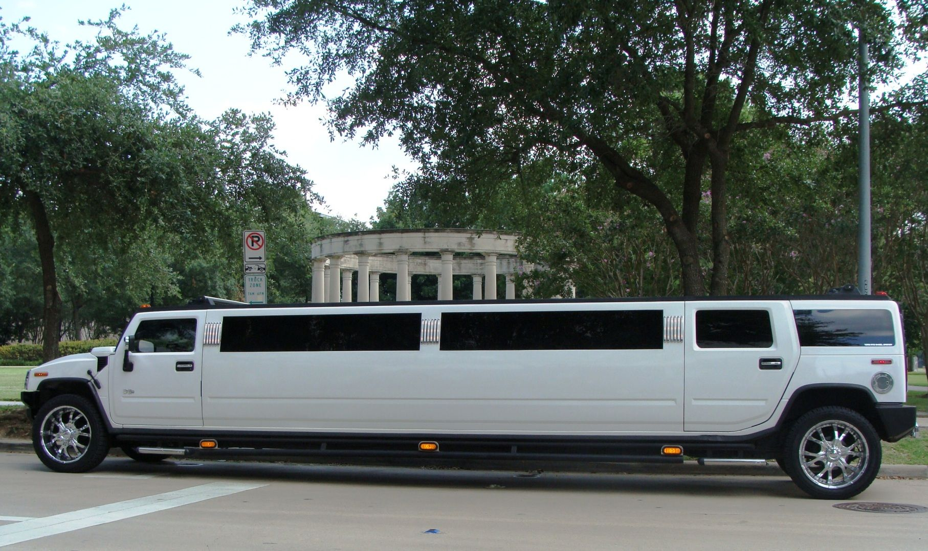 Monumental Limousine offers you fortable & affordable