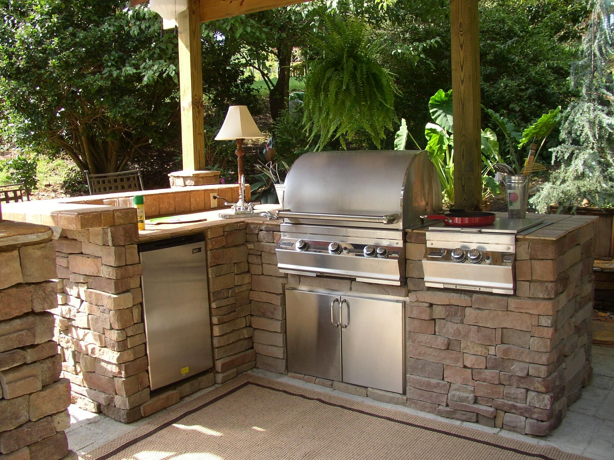 i would love an outdoor kitchen with barbecue range and fridge for entertaining outdoor on outdoor kitchen bbq id=61363