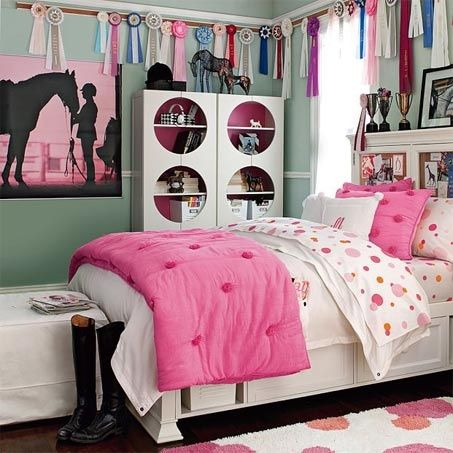 bright, modern teen-appropriate horse themed bedroom. | girls