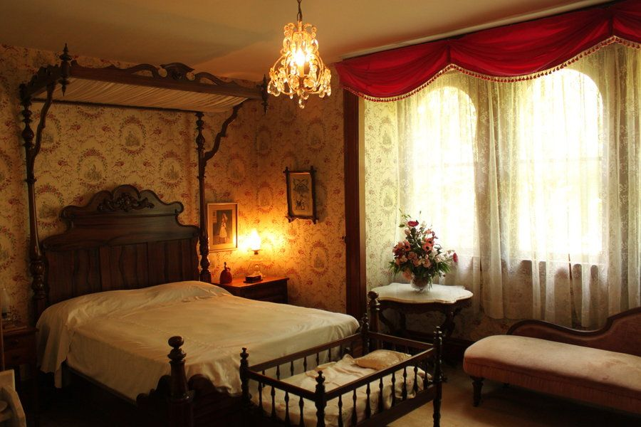 the victorian bedroom of our collection are extremely useful for