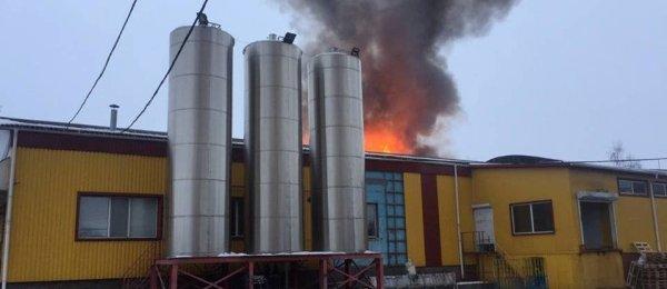 Срочная новость! На Винниччине горит молочный завод (фото ...