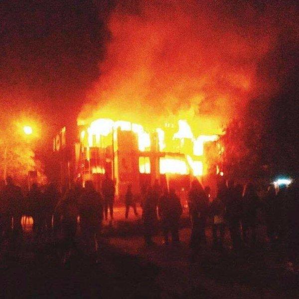 В Антраците сгорел торговый центр «Маяк» (ФОТО)   Новости
