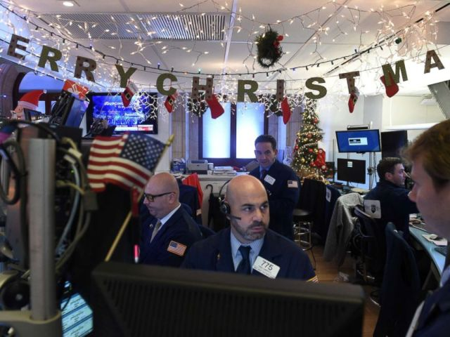PHOTO: Traders work on the floor of the New York Stock Exchange in New York, Dec. 21, 2018.