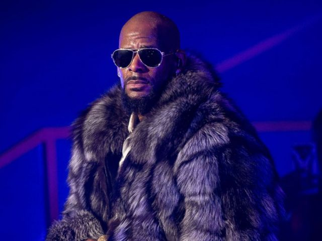 PHOTO: R. Kelly performs in concert during the 12 Nights Of Christmas tour at Kings Theatre, Dec. 17, 2016, in Brooklyn, New York.