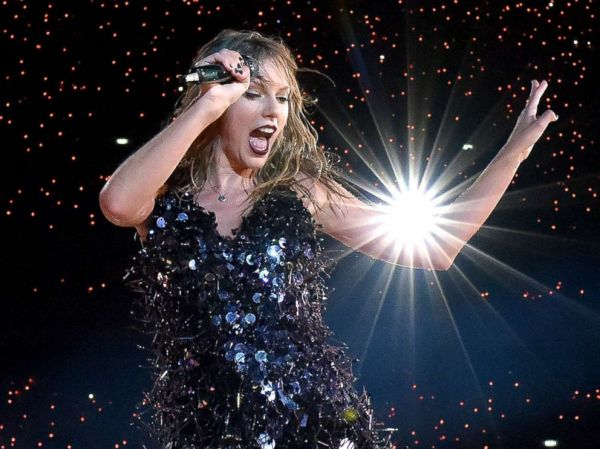Taylor Swift turns a concert malfunction into a memorable ...