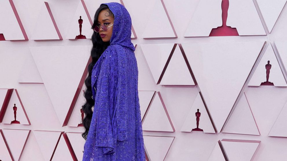 """PHOTO: Singer H.E.R., nominated for Music (Original Song) for """"Fight For You"""" arrives  to the 93rd Academy Awards, at Union Station, in Los Angeles, April 25, 2021."""