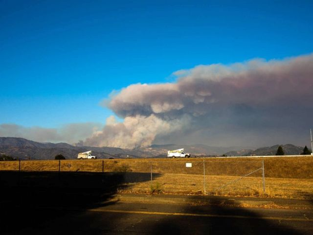 PHOTO: As of Sunday, more than 3,000 firefighters were battling the explosive Kincade Fire, and a broad swath of Sonoma County, from mountain to coast, was under evacuation orders.