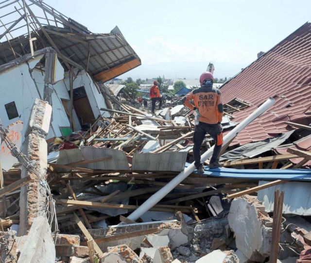 Photo Search And Rescue Team Members Search For Victims At Balaroa In Palu