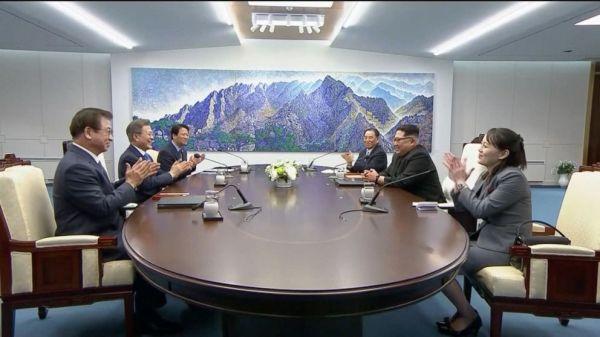 North Korea's Kim Jong Un crosses DMZ line for historic ...