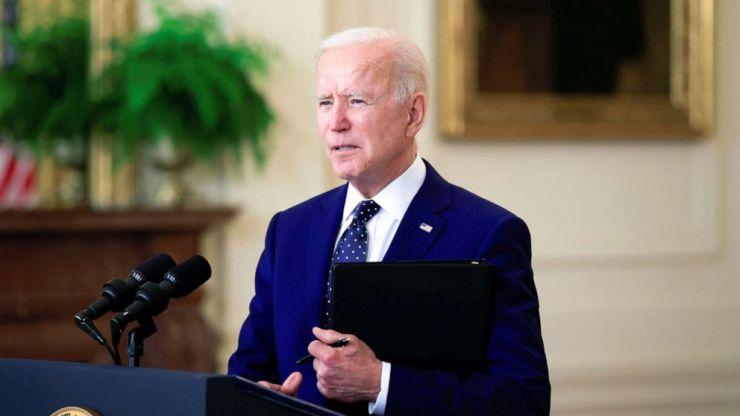 FOTO: El presidente Joe Biden pronuncia comentarios sobre Rusia en el East Room de la Casa Blanca, el 15 de abril de 2021.
