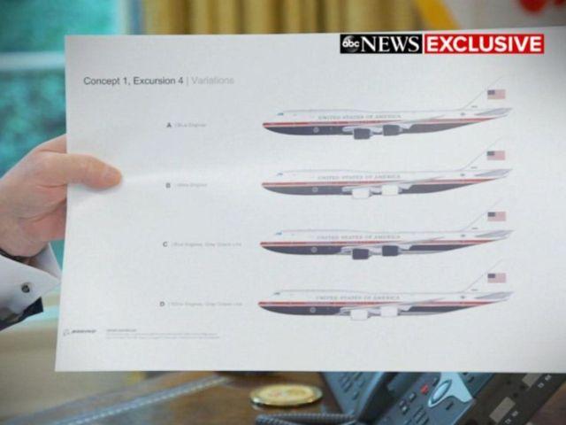 ФОТО: Дональд Трамп держит в руках фотографии новых дизайнов Air Force One.