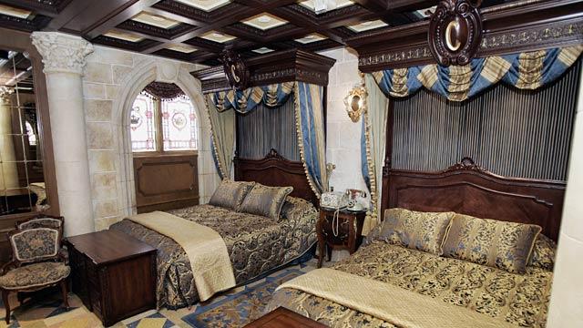 Photo Cinderella Suite Bedroom
