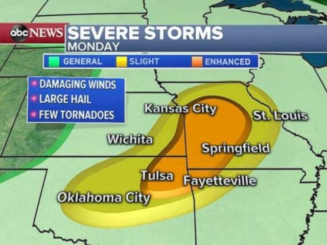 PHOTO: Severe storms will continue to move across the Midwest today.