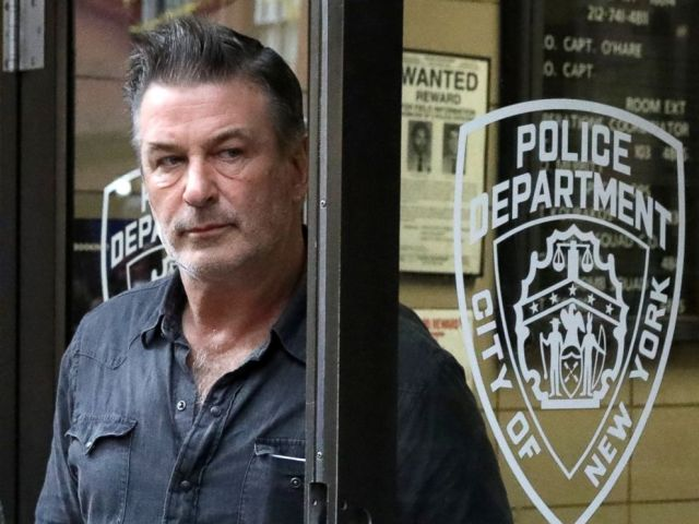 PHOTO: Actor Alec Baldwin leaves the 6th Ward of the New York City Police Department in Manhattan, New York, on November 2, 2018.