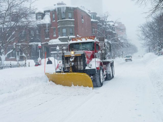 PHOTO: Digging out from record snow fall in the Back Bay section of Boston, where over 7 feet of snow has fallen in past 3 weeks on Feb. 15, 2015.