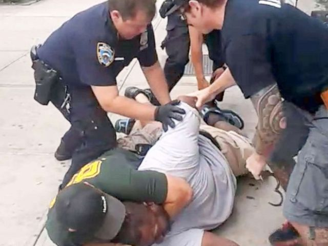 PHOTO: A 400 pound asthmatic Eric Garner died while being arrested by police in Staten Island.