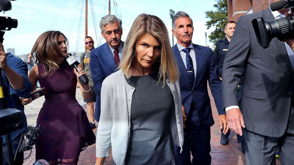 Lori Loughlin, Mossimo Giannulli plead guilty to roles in 'Varsity Blues' scandal thumbnail