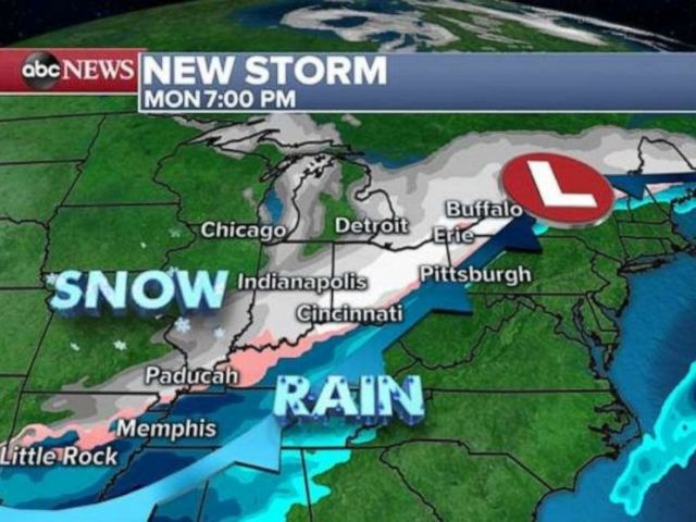 PHOTO: Snow will move into the central U.S. on Monday night.
