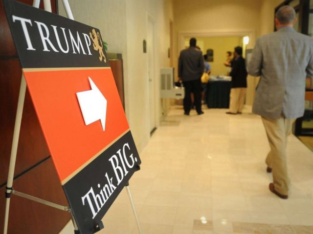 PHOTO: Students enter a Holiday Inn hotel to take the free intro class taught by the professors of Trump University, as in Donald Trumps University, Sept. 22, 2009.