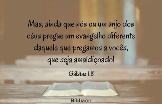 Mas, ainda que nós ou um anjo dos céus pregue um evangelho diferente daquele que pregamos a vocês, que seja amaldiçoado! Gálatas 1:8