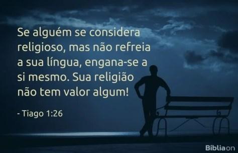 Se alguém se considera religioso, mas não refreia a sua língua, engana-se a si mesmo. Sua religião não tem valor algum! Tiago 1:26