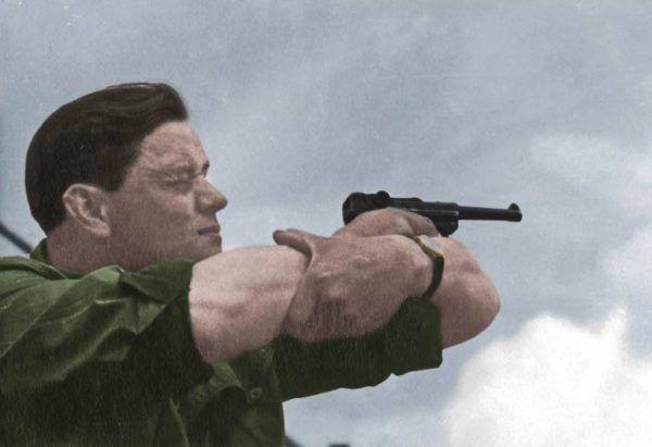 """Na Sokowskiego polowały wszystkie organizacje podziemne <a href=""""http://www.znak.com.pl/ciekawostkikartoteka,ksiazka,6794,Wielka-Ksiega-Armii-Krajowej?utm_source=ciekawostkihistoryczne.pl&utm_medium=art_5_Zydow_ktorzy_wzbogacili_56247&utm_campaign=Piec_dni_ze_swastyka_062016"""" target=""""_blank"""">Zdjęcie poglądowe z """"Wielkiej Księgi Armii Krajowej""""</a> (Znak Horyzont 2015). Koloryzacja: Rafał Kuzak"""