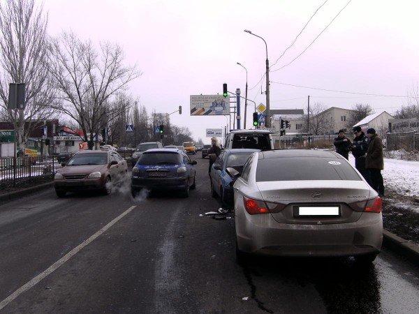 В Донецке «Ланос» на встречной протаранил «Хюндай» (фото ...