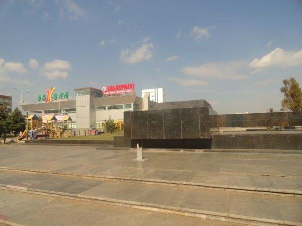 В Мариуполе вандалы сломали крест на пл. Ленина (ФОТО ...