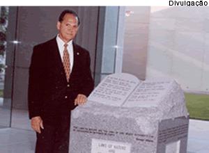 Monumento de Roy Moore - 05/04/13 [Divulgação]