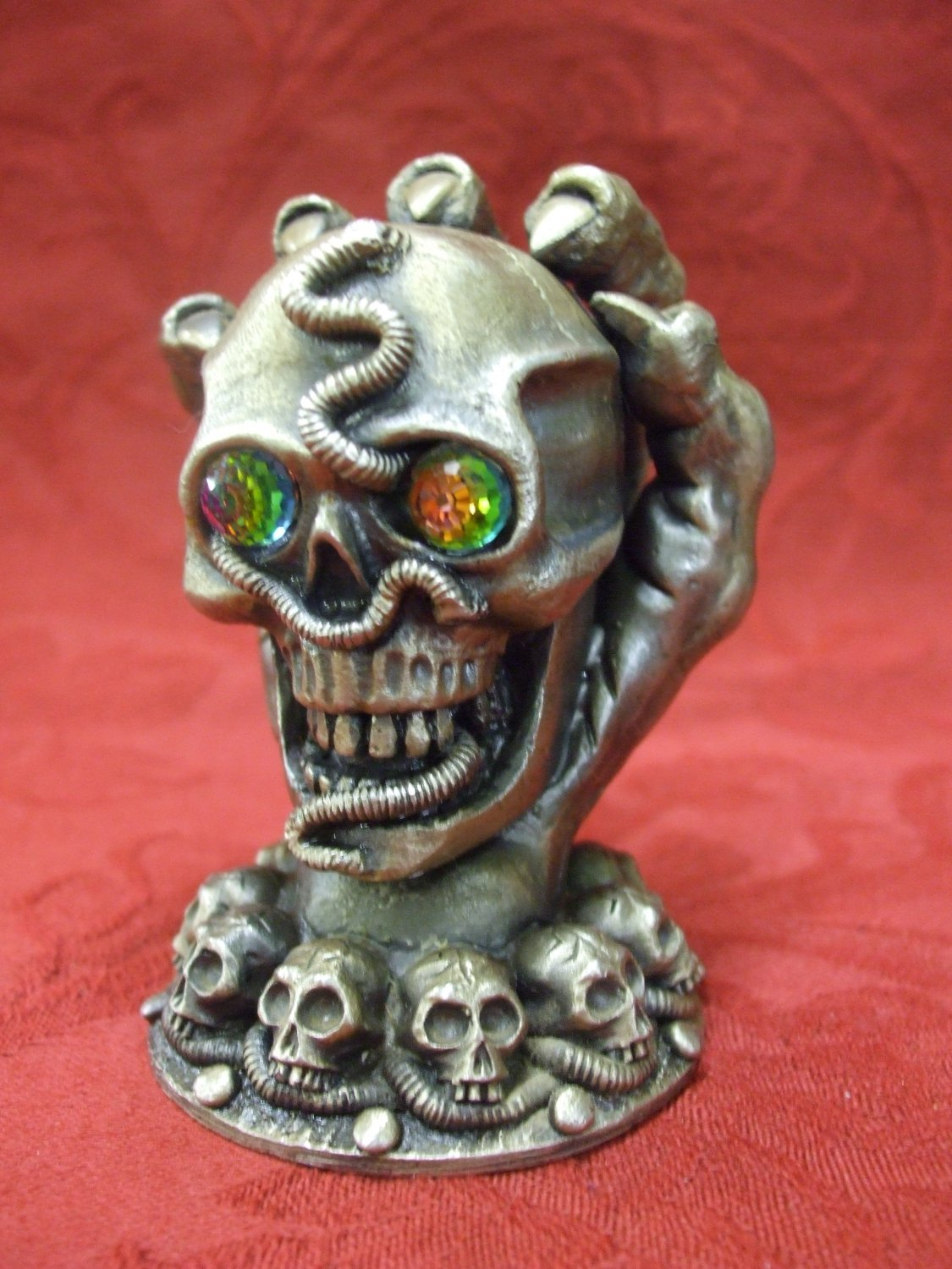 Tudor Mint Myth And Magic The Keeper Of The Skulls 12cm Tall