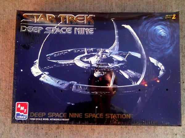 Amt-Ertl Star Trek DS9 Space Station 1:2500 model kit ...