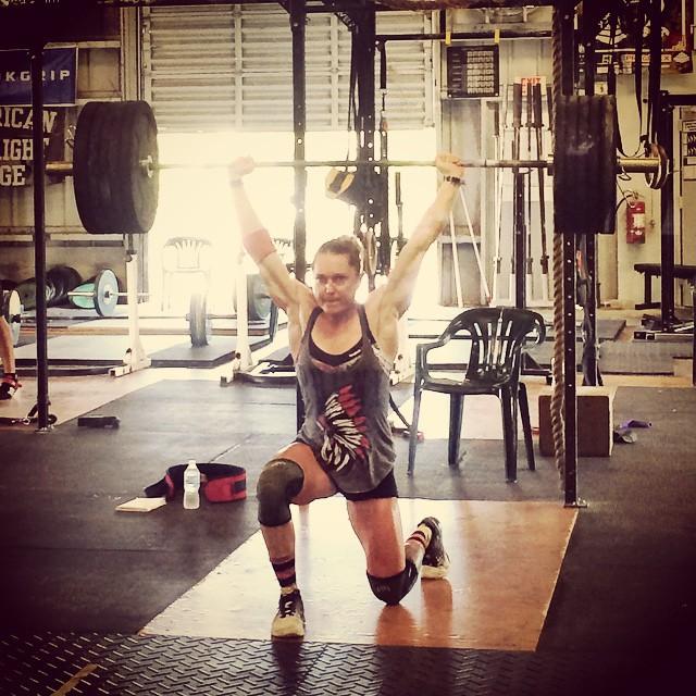 Вот как выглядят женщины, которые действительно могут Очень Сильно Накачаться: это чемпионка по кроссфиту в 2013 году. женщины, пауэрлифтинг, спорт, штанга