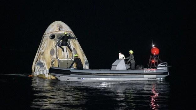 La cápsula amerizó a las 02H56 (06H56 GMT) en el Golfo de México frente a las costas de Florida, después de un vuelo de seis horas y media desde la ISS.