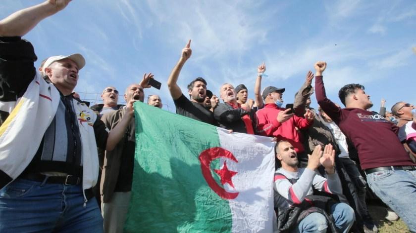 """Algérie : en 2021, le Hirak veut toujours """"mettre fin à la gouvernance du  régime"""""""