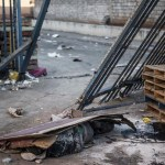 In a looted S. African mall, a man lies dead as the poor pick over scraps - France 24 💥😭😭💥