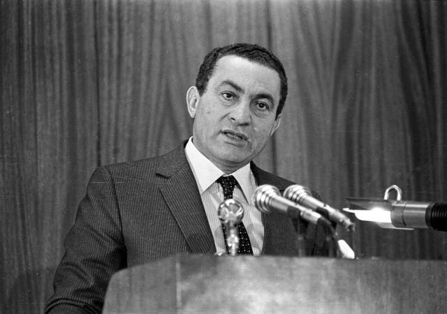 Egyptian President Hosni Mubarak delivers an address at the Police Academy in Cairo on January 24, 1985.