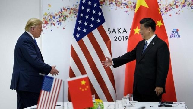 Les présidents chinois Xi Jinping et américain Donald Trump avant une rencontre bilatérale en marge du G20, à Osaka, le 29 juin2019.