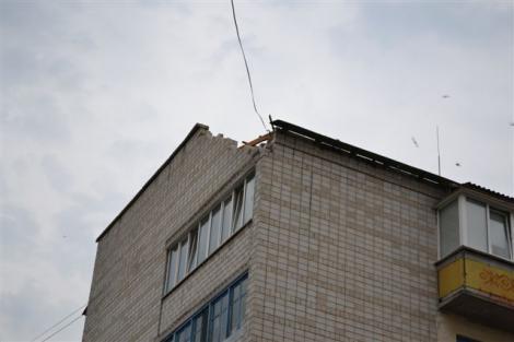 Ураган в Киевской области оставил людей без крыш над ...