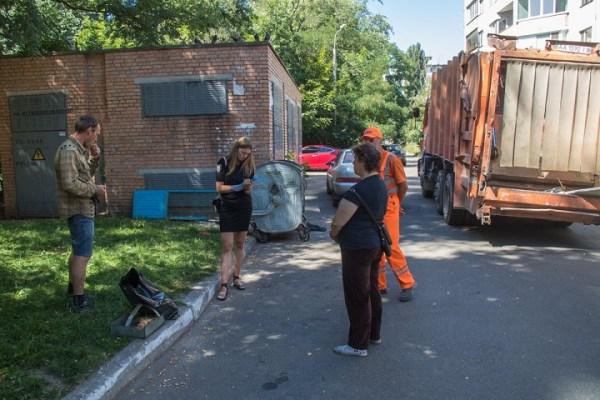 В Киеве мусоровоз оторвал руку ветерану АТО / Фото-Новости