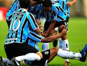 Carlos Alberto comemora gol do Grêmio  (Foto: Reuters)