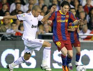 Messi no jogo do Barcelona marcado por Pepe do Real Madrid (Foto: EFE)